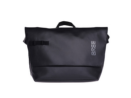 Bree Messenger Bag Punch 737 black